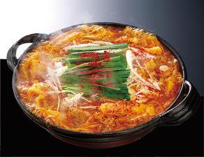 名古屋味噌と赤トウガラシをブレンドしてつくった秘伝の味噌が決め手! 『赤から鍋』
