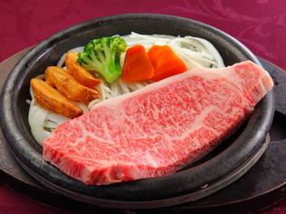 厳選された極上和牛のステーキ。相性のよい和のお酒もどうぞ