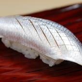 魚の特徴をとらえ、一番おいしい瞬間を提供できるよう下ごしらえ