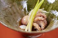 柔らかさの頂点になる一瞬を狙いすました『【先付】飯蛸桜煮 百合根 針生姜』