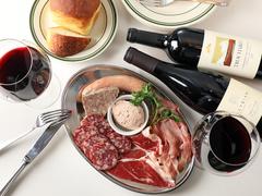 名物Tボーンステーキをメインに自慢のシャルキュトリープレートも味わえる贅沢プラン。豪快&ボリューミー