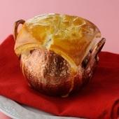 サクッと香ばしいパイの中から芳醇なキノコのスープがふんわり香る『キノコのパイ包みクリームスープ』