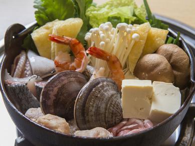 魚介、肉、野菜、すべての旨みが混然一体となって 『寄せ鍋ちゃんこ』