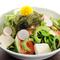 沖縄の食材と季節野菜がたっぷり『海ぶどう入りゆんたくサラダ』