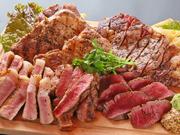 国産牛サーロイン、モモ肉、エゴマ豚、ハンガリーの国宝・マンガリッツァの盛り合わせです。 品質のよさとお値段のバランスがよい、高コストパフォーマンスの一皿。好みの焼き加減でグリルしてもらえます。