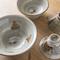 器や皿は糸満出身の陶芸家が手がけた、オリジナルやちむんを使用