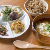 店自慢の自家製豆腐が主役の『ゆし豆腐セット』