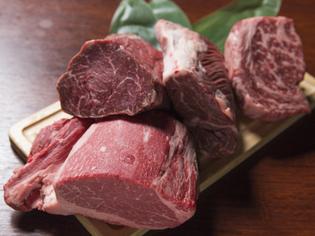 兵庫県産和牛のおいしさを、炭火焼きで引き出します