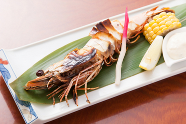 大きな海老のプリプリ食感が楽しめる『海老の塩焼き』