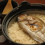 懐石コースの中の一品 「土鍋で炊いたご飯」