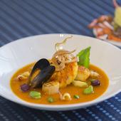 高級食材がたっぷり『国産伊勢海老と魚介類のマルセイユ風』