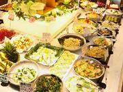 20種類以上の料理を揃えている野菜・サラダコーナー。季節感いっぱいの和洋中の野菜料理が楽しめます。
