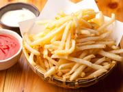 みんなでつまめるボリュームたっぷりの宴会メニュー。サクサク、カリカリ、ホクホク食感のお酒にぴったりの一品です。味付けは基本は塩ですが、オーダーでコンソメ味、にんにく味などに変更可能。