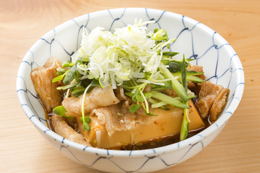 昔から受け継がれている味わいがさらに進化した『スタミナ肉豆腐』