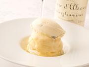 ブリオッシュを切りクリームとバナナを挟みシロップを染み込ませ冷やしキルシュをかけた、伝統的なデザート
