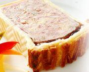 パイで包んで焼いた肉のパテ。冷製。