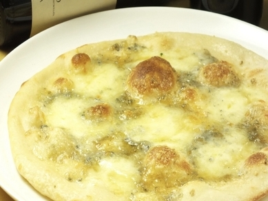 イタリア産の小麦粉を使ったもちもちピザ『フルッティ ディ マーレ』