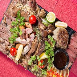 当店自慢の上質なお肉を心ゆくまで堪能したい方におすすめのお肉ざんまいコース。