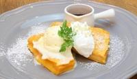 まかないで人気だったふわふわトロトロのフレンチトーストが新登場☆濃厚な卵とバターの味わいはメープルシロップと相性抜群!  ※平日15~18時のみ【数量限定】でのご提供となります