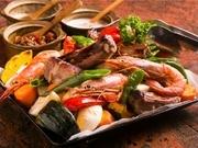コースメニューで大人気の一品。季節の野菜と手作りベーコン等ぎゅうぎゅうにして焼きます。3種類のソースでお召し上がりください。※【要予約 3日前】