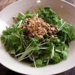 緑の野菜とピリ辛挽肉の混ぜ混ぜご飯