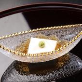 名物。まるでプリンのような食感の絶品『胡麻豆腐』