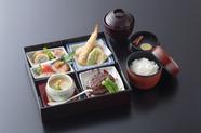 折詰弁当二段 高級弁当 上棟式 法事におすすめです。お祝い事は赤飯に変更出来ます。