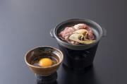 当店の懐石料理を、お弁当にまとめました。お時間の御急ぎの御客様におすすめです。取肴、御造り、天ぷら、煮物、茶碗蒸し、御飯、吸い物、デザート付き ※春は「花見重膳+天ぷら+お造り」へ変更