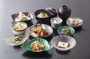 当店春のイチオシメニュー。竹の子ステーキが付いたフルコースです。 料理画像は8000円+税のイメージです。3月下旬より5月上旬まで(白子竹の子は大変希少でございます。2日前までに御予約下さいませ。)
