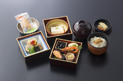 竹の子ステーキに相性の良い、和牛を添えました。料理画像はイメージです。