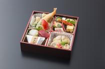 松花堂コース 法事におすすめです。6月~9月は、小鉢にハモ料理が入ります。
