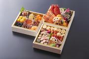 三段のお弁当です。御飯、炊き合わせ、天ぷら、取肴、名物胡麻豆腐付。