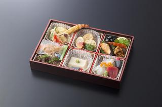 ■『季節の折り詰め』3000円+税