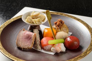 移りゆく四季を、旬の食材で一皿に表現した『前菜』(コースより)