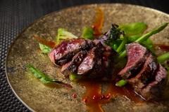 日本国内で月に20頭しか出荷しない宮崎県、幻の尾崎牛の赤身肉ステーキ他メニューも堪能出来るコースです!