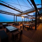 海の見えるテラスでバーベキュー。連休にはライブイベントも