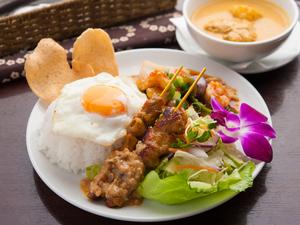 様々なマレーシア料理の最強タッグ! 『ナシルマ』