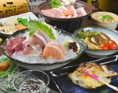 鮮魚の刺盛や銀ムツ、もみじ豚陶板焼きなど全8品★なんと飲み放題120分まで付いてのこのお値段!