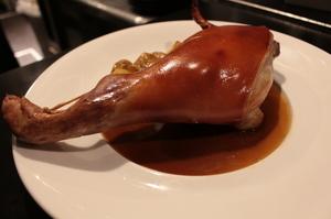 【cochinillo名物】豪快に焼き上げる~スペイン産仔豚のオーブン焼き(骨付き400g)