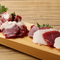 肉も野菜も全て国内産を使用。特に馬刺しにはこだわりあり