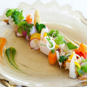 沖縄らしさを満喫できる前菜『フリュイドメール(海の幸)の盛合せ』