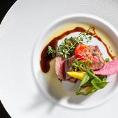 沖縄食材×シェフオリジナルのオキナワン創作料理を提供
