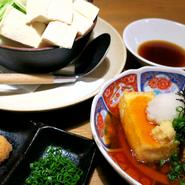 桂二朗のお豆腐は北海道今金産「鶴の子大豆」を使用した自然な甘みが特徴の「鶴の子とうふ」を使用。