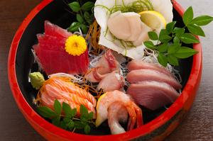 豊かな漁場に恵まれた地元静岡の獲れて鮮魚『刺身盛り合わせ』1~2人前
