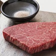 和酒と一緒に楽しむために創りだした「うしごろ流」の焼肉をご堪能ください。