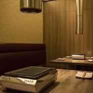 他のお客様の事を気にせずゆっくりと御食事して頂ける空間もご用意しております。スタッフ一同、非の打ちどころの無い焼肉屋を目指しています。洗練された空間で極上の肉を。