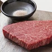 宮崎県産の雌牛。利き酒師こだわりの日本酒。