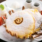 お店のシンボルマーク、鳥のロゴが入った愛らしい盛り付けの『鳥かごパンケーキ』