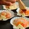 新鮮な魚介類を使った鉄板焼きも豊富な品揃え