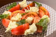 何度食べても飽きない味『本日のモッツァレラと国産トマトのカプレーゼ』